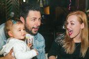 H κόρη ζευγαριού της ελληνικής showbiz έγινε ενός έτους