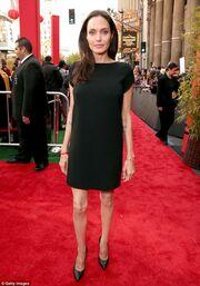 Οργιάζουν οι φήμες για χωρισμό Pitt-Jolie, δεν αντέχει άλλο τη σκελετωμένη εμφάνισή της