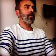 Η μπλούζα του Γκουντάρα: «Είναι μόδα και για ηλικιωμένους»