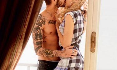 Το «καυτό» φιλί του ζευγαριού της showbiz που έγινε πρωτοσέλιδο