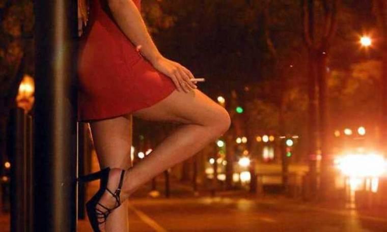 Δεν φαντάζεστε ποιος Έλληνας ηθοποιός πουλούσε τσιγάρα έξω από οίκους ανοχής!