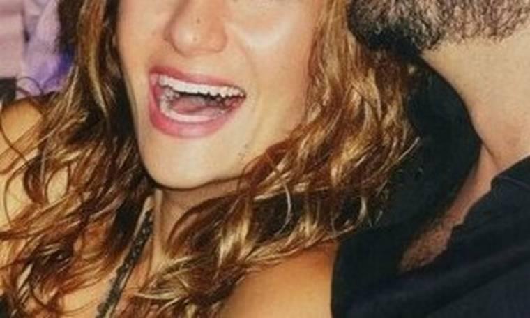 Τραγουδίστρια έγκυος 4 μηνών. Το κρατούσε κρυφό μέχρι σήμερα (Nassos blog)