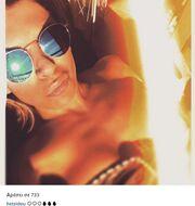 Ελένη Χατζίδου: Η selfie στην παραλία κάνοντας ηλιοθεραπεία