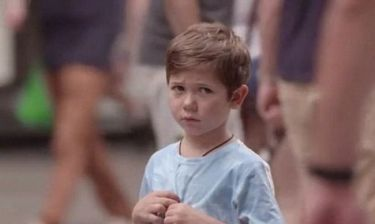 Θα σταματούσατε να βοηθήσετε ένα παιδί που έχει χαθεί; (βίντεο)