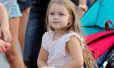 Ντίβα σαν τη μαμά της: Η νέα εμφάνιση της Harper Beckham είναι λιγάκι… αλλόκοτη!