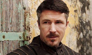Αν δείτε στον δρόμο τον Littlefinger δεν θα τον αναγνωρίσετε! Άλλος άνθρωπος!