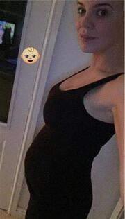 Έμαθε το φύλο του μωρού της και του  φτιάχνει την προίκα του