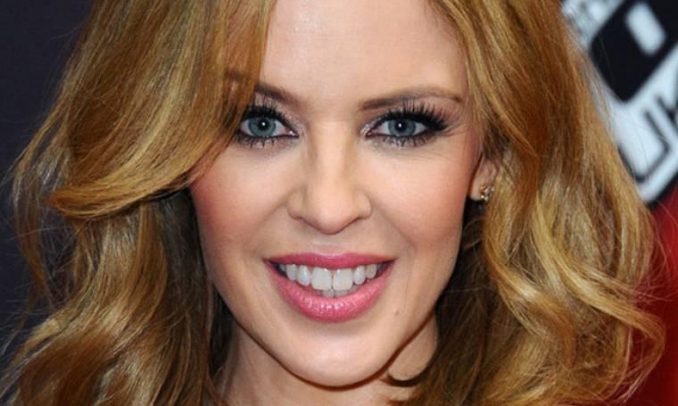 Τρομάξαμε να την αναγνωρίσουμε! Δείτε πώς είναι χωρίς μακιγιάζ η Kylie Minogue