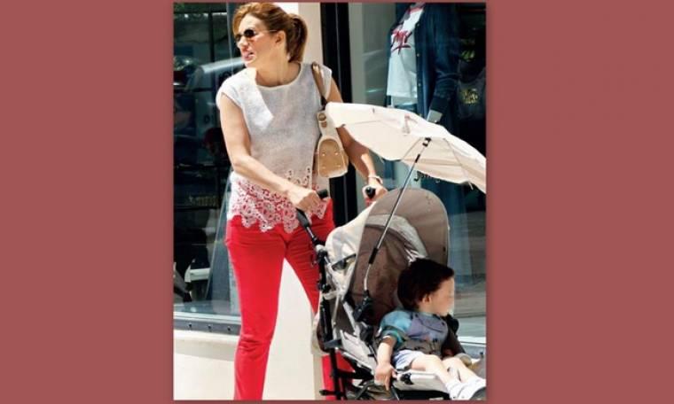 Eυγενία Μανωλίδου: H βόλτα στην Κηφισιά με τον δύο ετών γιο της (φωτό)