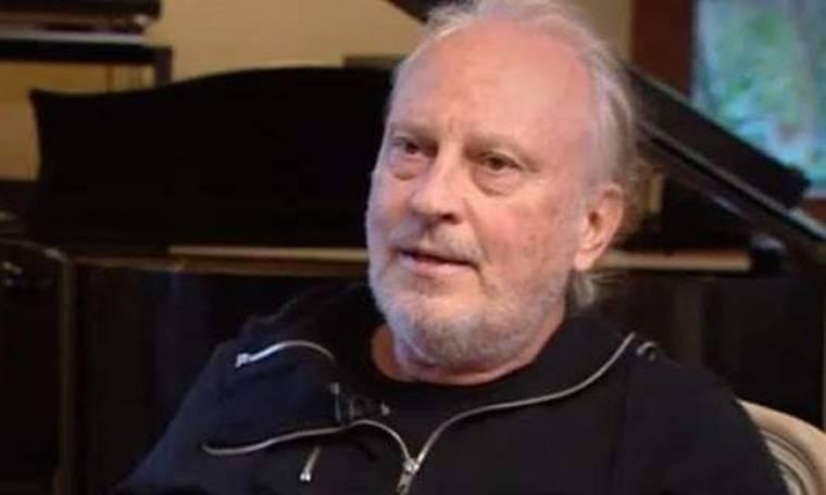 Ρόμπερτ Ουίλιαμς: «Το τραγούδι που έγραψα για τη Ν.Δ. τελείωσε την καριέρα μου εκεί»