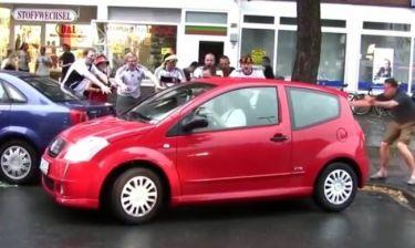 ΕΠΙΚΟ! Πανηγύρισαν τρελά το παρκάρισμα γυναίκας! (video)