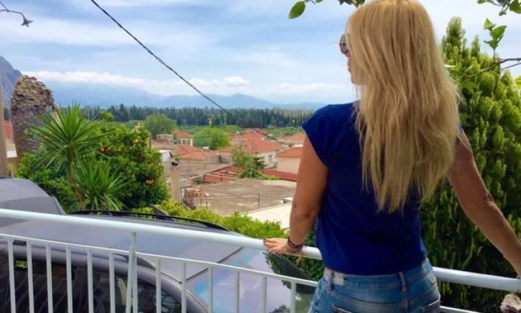 Γωγώ Μαστροκώστα: Πάσχα στο Μεσολόγγι- Δείτε την αγκαλιά με τον αδελφό της
