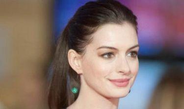 Anne Hathaway: Πιο όμορφη από ποτέ μετά την εγκυμοσύνη της