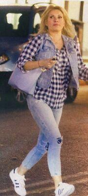 Ελένη Μενεγάκη: Και casual και κούκλα