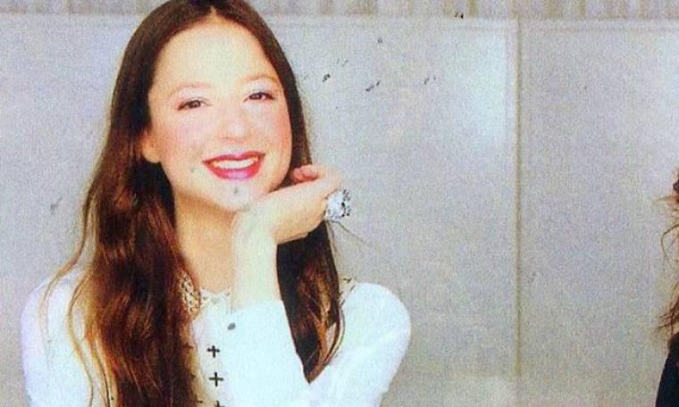 Αναγνωρίζετε την κόρη διάσημης ερμηνεύτριας με την οποία μοιάζει καταπληκτικά;