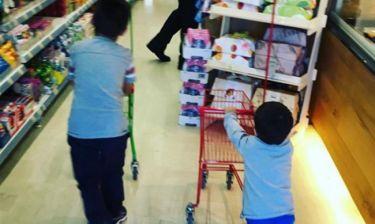 Η Φαίη Σκορδά στο σούπερ μάρκετ με τους γιους της