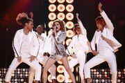 Eurovision 2016: Βέλγιο: «Έκλεψε» τις εντυπώσεις η 20χρονη με το ντίσκο στυλ της