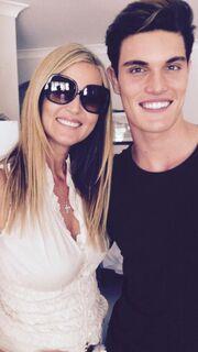 Με τον μεγάλο της γιο Κρις που ακολουθεί τα βήματά της στο modeling