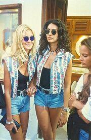 Με την κολλητή της φίλη και επίσης super model Βίκυ Κουλιανού εκείνη την εποχή σε event του Βασίλειου Κωστέτσου