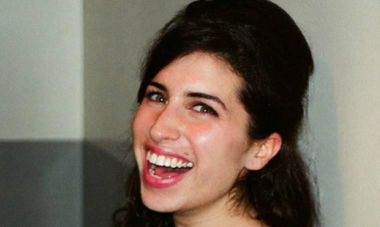 Υγιής και χαρούμενη: Νέες φωτογραφίες της Amy Winehouse ήρθαν στο φως της δημοσιότητας