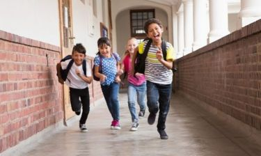 """Big Bang School: Το πρώτο ελληνικό δημοτικό σχολείο με """"μετόχους"""" τους γονείς"""