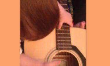 Ο γιος του, του πήρε την κιθάρα του