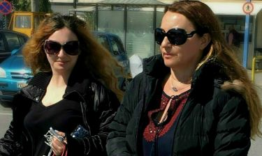 Πόπη Μαλλιωτάκη: Με τη κόρη της για ψώνια στη Γλυφάδα