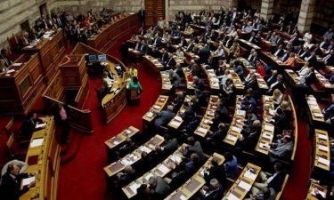 Μετωπική σύγκρουση στη Βουλή - Το βράδυ η ψήφιση του πολυνομοσχεδίου
