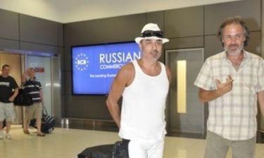Νέο σκηνικό με Νότη στο αεροδρόμιο. Του ζήτησαν πάλι να βγάλει το καπέλο και… (Nassos blog)