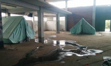 Guardian: Συνθήκες «ούτε για ζώα» στους χώρους φιλοξενίας των προσφύγων στην Ελλάδα!