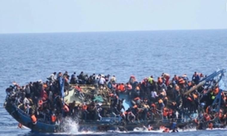 Δραματικό βίντεο με την ανατροπή πλοιαρίου με εκατοντάδες μετανάστες