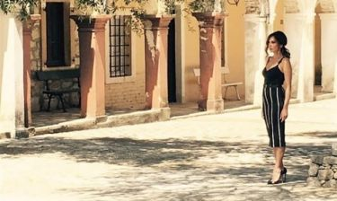 H Δέσποινα Βανδή στα σοκάκια της Κέρκυρας