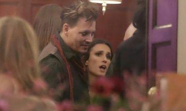 Johnny Depp: Το έριξε έξω με… μελαχρινή συνοδό