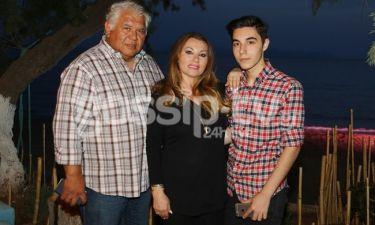 Πόπη Μαλλιωτάκη: Σε beach bar με τον σύντροφο και το γιο της