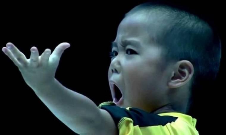 Ο 6χρονος που έχει τρελάνει το you tube με τις κινήσεις του(βίντεο)