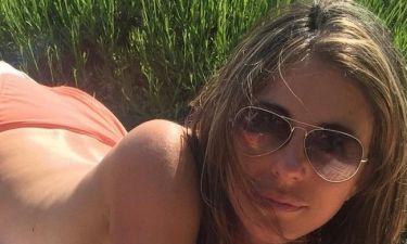 Ελίζαμπεθ Χάρλεϊ: Η σέξι 50αρα και η topless φωτογραφία στο Instagram