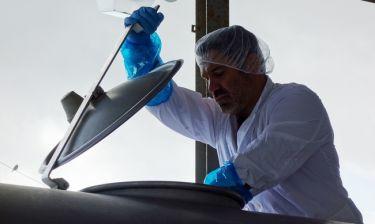 «Ανειδίκευτος εργάτης»: Ο  Χαριτάτος αναζητά μεροκάματο σε τυροκομική μονάδα της Νάξου