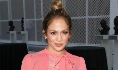 Pink Queen: Η Jennifer Lopez φόρεσε το πιο στυλάτο outfit της εβδομάδας