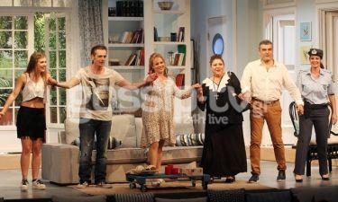 Πρεμιέρα για την κωμωδία του καλοκαιριού «Ένα εξοχικό παρακαλώ» στο θέατρο «Αθηνά»