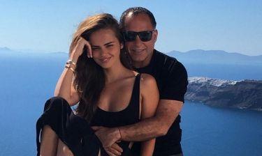 Η πρώην του Bieber παντρεύτηκε στην Σαντορίνη 62χρονο μεγιστάνα