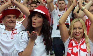 EURO 2016: οι Πολωνέζες «βγάζουν μάτια» στα γήπεδα της Γαλλίας