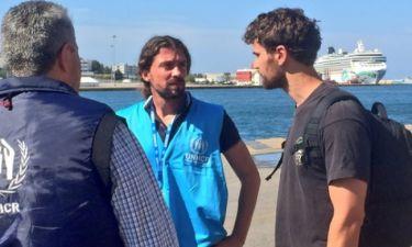 Theo James: Από το Hollywood στον Πειραιά και τους πρόσφυγες