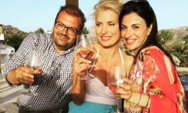 Ελένη Μενεγάκη: Διασκεδάζει στη Νάξο με φίλους και συνεργάτες (φωτο)
