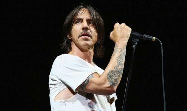 Έσωσε μωρό από πνιγμό ο ελληνικής καταγωγής τραγουδιστής των Red Hot Chili Peppers - Τι λέει