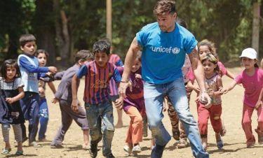 Ο Ρίκι Μάρτιν σε προσφυγικό καταυλισμό στον Λίβανο