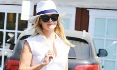 Το βραβείο της πιο κομψής & stylish καλοκαιρινής εμφάνισης ανήκει στη Reese Witherspoon
