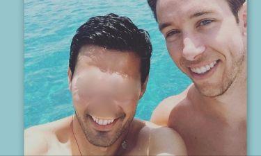 Έλληνας τραγουδιστής κάνει διακοπές με τον Brad Jones