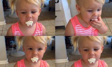 Δείτε την αντίδραση της μικρής που δοκιμάζει για πρώτη φορά σαντιγί (βίντεο)