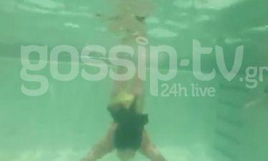 Sexy γοργόνα στην πισίνα η…