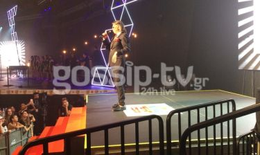 MAD VMA 2016: Ο Ψινάκης πήγε τρέχοντας να δώσει το βραβείο στον Αργυρό